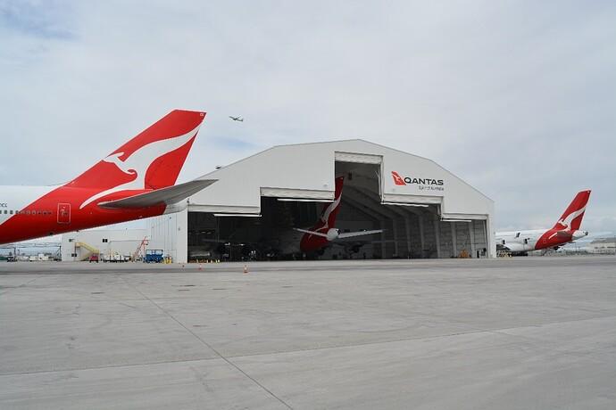 QuantasLAX-Hangar doors