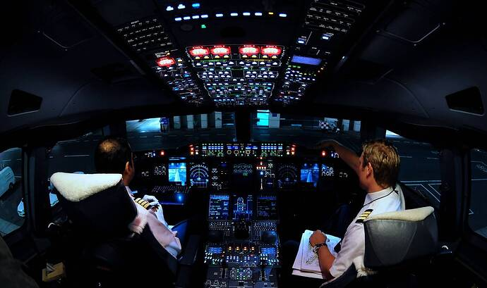 airbus_a380_cockpit_at_night